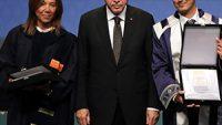 """Anadolu Üniversitesi Engelli Çalışmalarıyla """"Üstün Başarı Ödülü"""" Kazandı"""